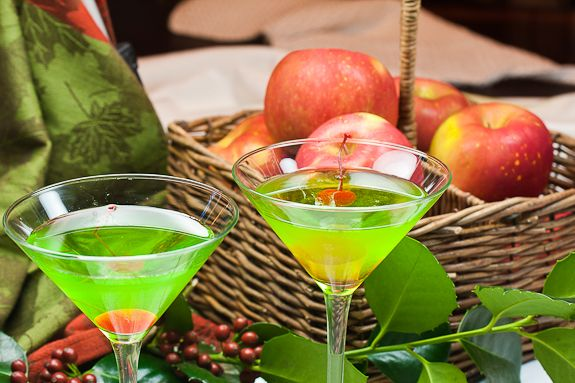 Green Appletinis with apples