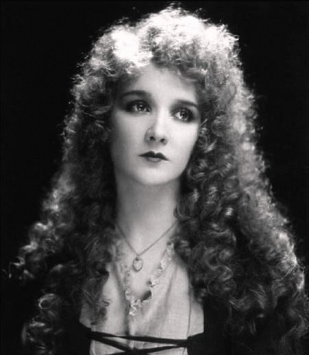 Mary Philbin/Christine Daaé - the-phantom-of-the-opera Photo