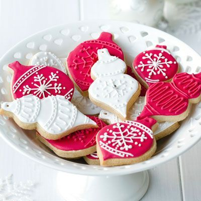 Basic sugar cookies decorated beautifully for Christmas | Friday Christmas Favorites at www.andersonandgrant.com
