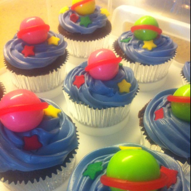 space themed cupcakes