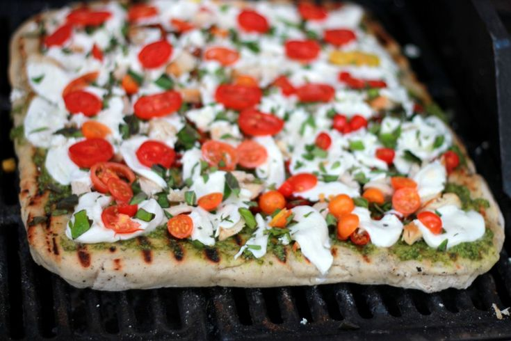 making pizza on the grill | PIZZA PIE!!! | Pinterest