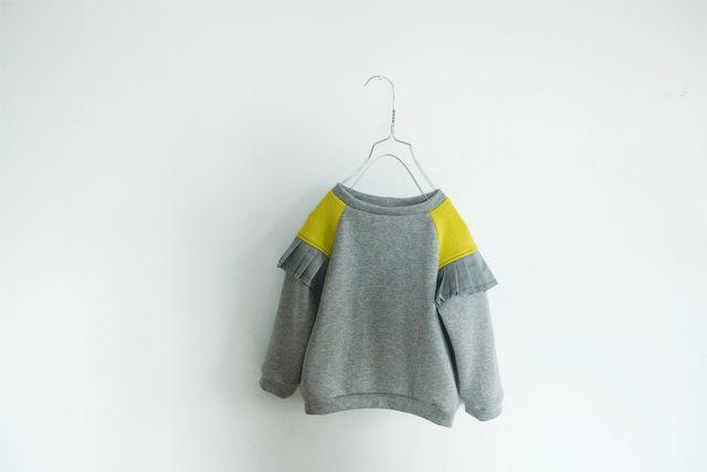 Lieschen Muller, grey sweatshirt with yellow touch