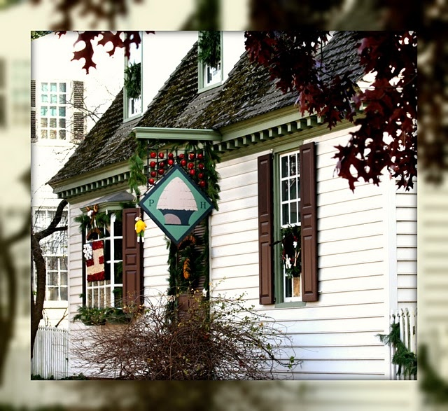 Pin by mary anderson cave on williamsburg pinterest for Colonial home christmas decorations