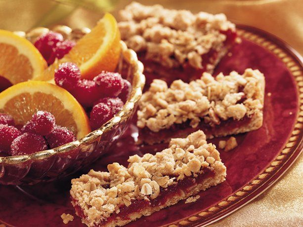 We really like the lovely simplicity of these Cranberry Crumble Bars ...