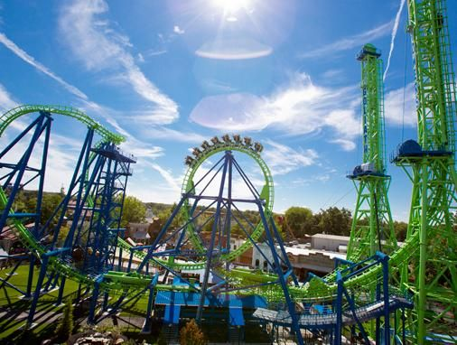 is six flags open on thanksgiving day