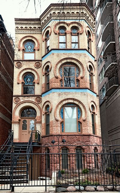 Lucius B. Mantonya Flats (1887), 1325 N Dearborn Pkwy, Gold Coast, Chicago, moorish design by architect Curd H. Gottig.