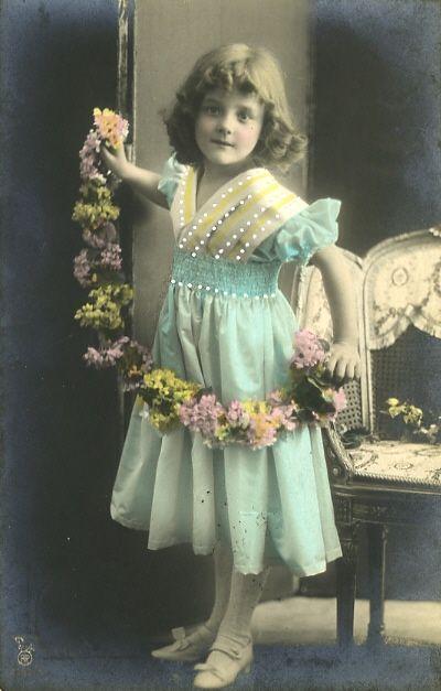 Маленькие принцессы на старинных открытках. Часть восьмая. Обсуждение на LiveInternet - Российский Сервис Онлайн-Дневников