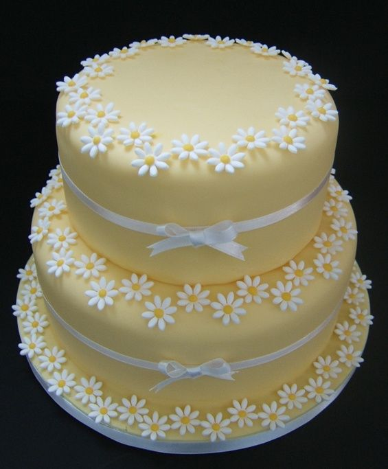 Cake Decorating How To Make Daisies : Daisy cake Cake decorating... Pinterest