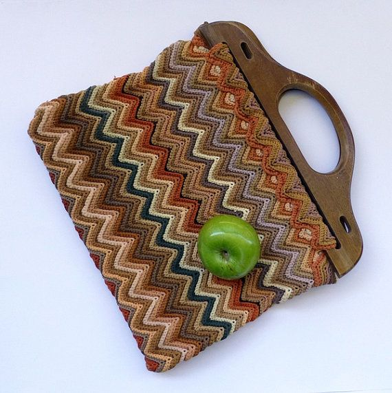 Crochet Bag Wooden Handle Pattern : Vintage Crochet bag with wooden handles Chevron by eclecticmoi