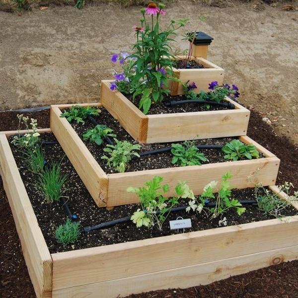 Diy Stacked Herb Garden: Stacked Raised Bed Garden