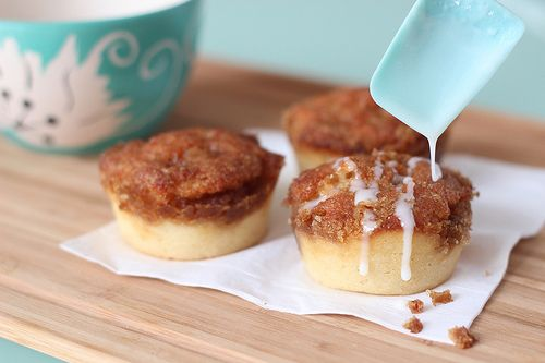 Easy Cinnamon Roll Muffins (mix topping into mixture so it won't be ...