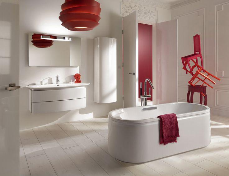Baño Minimalista Rojo:Baño minimalista con una pincelada de rojo // Minimalist bathroom
