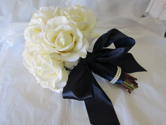 How To Wrap Bridal Bouquet With Ribbon : Wrap bouquet in navy ribbon wedding dreaming