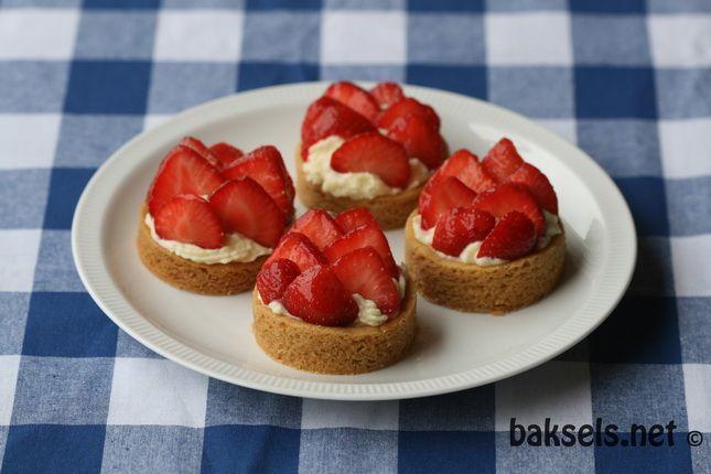 Aardbeiengebakjes met vulling van banketbakkersroom en slagroom: http://www.baksels.net/post/2012/06/03/Aardbeiengebakjes.aspx