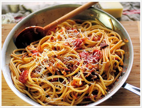 Bucatini all'Amatriciana with guanciale - classic and easy way to ...
