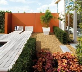muurtje in tuin.  Garden Architecture and flowers  Pinterest