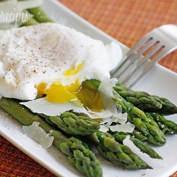 Steamed Asparagus with Poached Eggs Recipe - ZipList