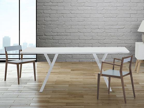 biurka, krzesła