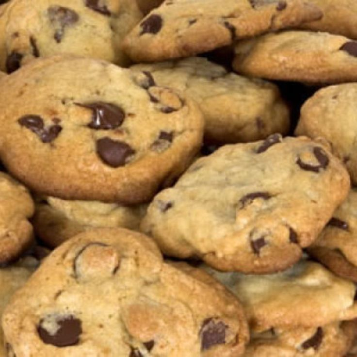 Soft and Chewy Chocolate Chip Cookies | Deserts, Cakes, Pies, Cookies ...