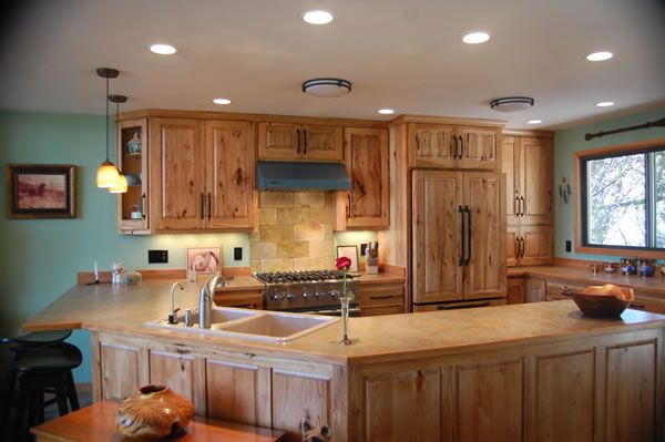Pin by brigitte mckown on house pinterest for Kitchen designs with hickory cabinets
