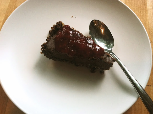 Vegan and Gluten-Free Chocolate Cookie Crumb Crust Pudding Pie