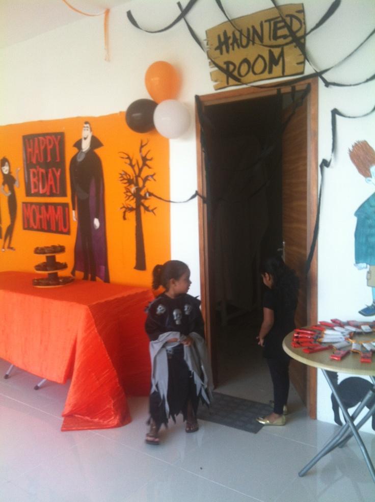 Pin by yollanda mccoy on birthday pinterest for Hotel transylvania 2 decorations
