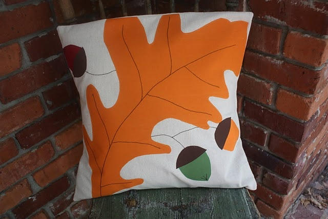 This is the perfect autumn pillow