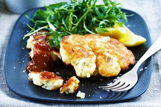 These super tasty cauliflower & feta fritters are perfect for lunch or ...