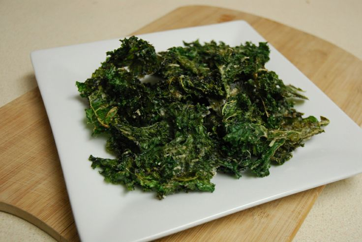 baked garlic parmesan kale chips | Recipes to Try | Pinterest