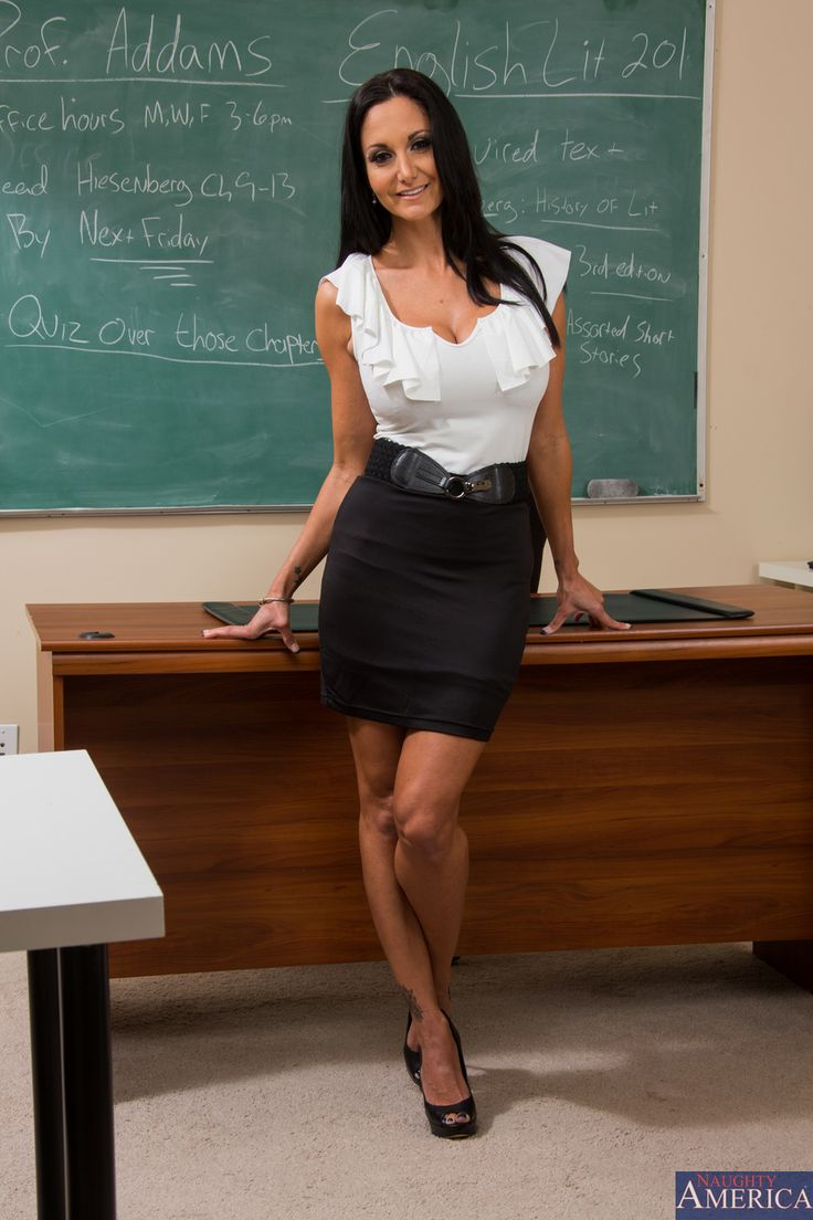 Busty Euro moms Ava Addams and Riley Jenner give oral sex in office № 371945 загрузить