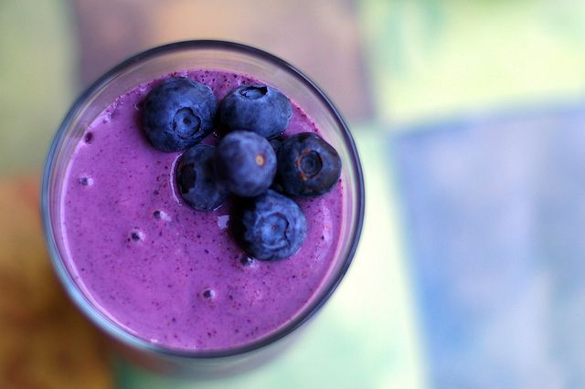 "Blueberry Oatmeal Smoothie | Sometimes I ""Veg"" sub out almond milk ..."