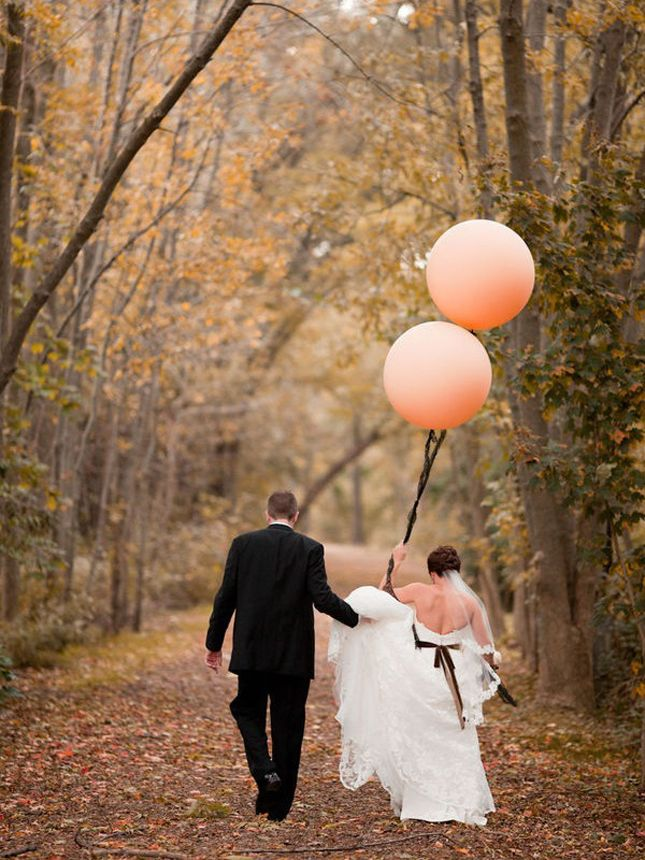 bride + groom + #balloons = adorable shot!