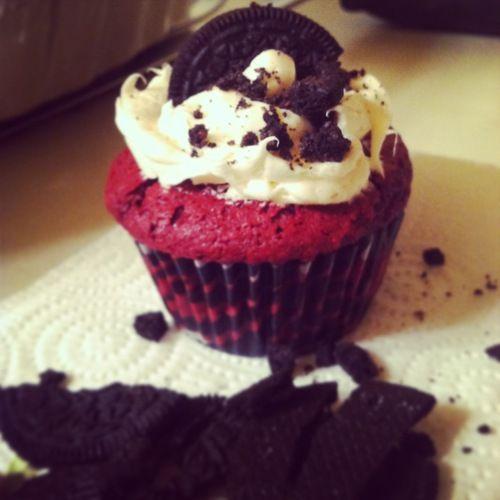 Skinny red velvet oreo cupcakes! | Sugar Pie, Honey Bunch