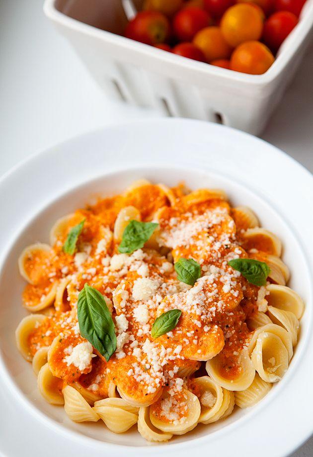 orecchiette with fresh tomato sauce. mein lieblings pasta :)
