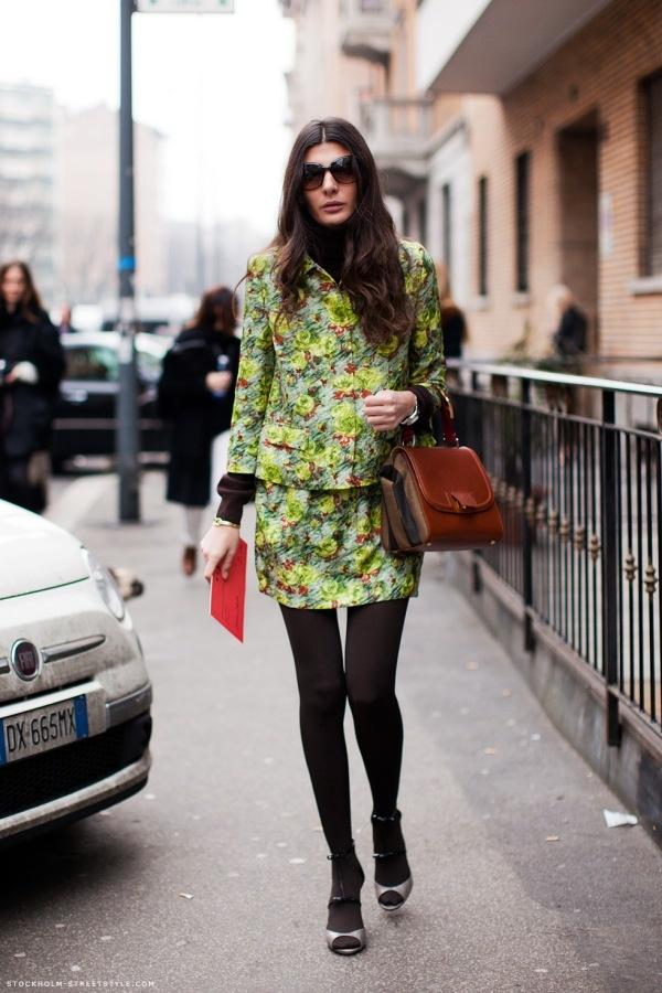 Giovanna Battaglia usando look estampado