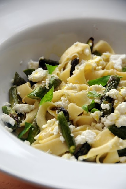 Fresh Pasta with Asparagus, Goat's Cheese and Lemon | Fabulicious ...