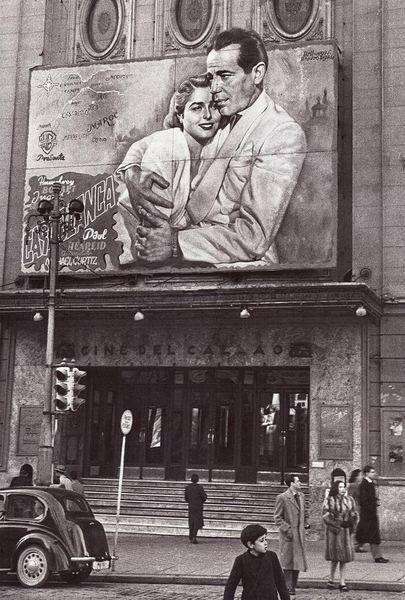 Cartel en la fachada del cine Callao de la pelicula Casablanca,1946.