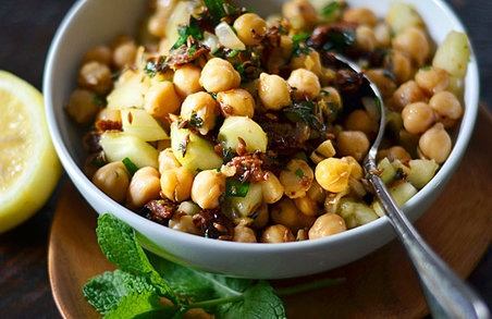 Warm chickpea salad with cumin and garlic Servings: 4 to 6 Ingredients ...