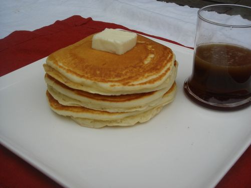 ... ! These are some boozy eggnog pancakes w/buttery bourbon maple syrup