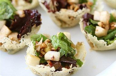 Gorgonzola Cheese Cups with Pear & Walnut Green Salad