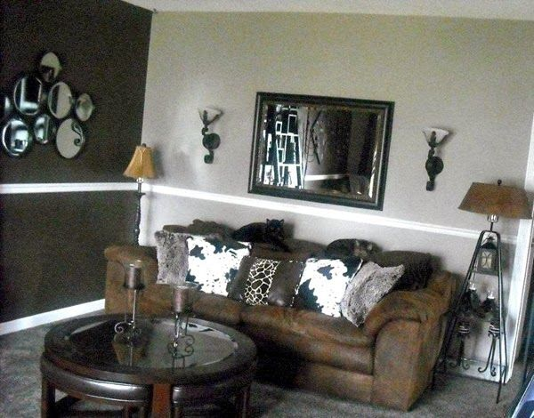 Two tone paint combination living room home indoor for Two tone room paint