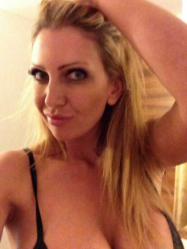 Gorgeous blonde MILF Leigh Darby sucking a dick in a shower № 1570743 загрузить