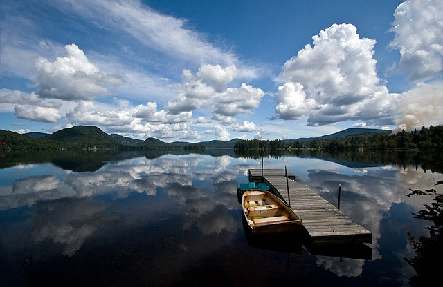 Pin by vacation rentals canada on mont for Lac miroir mont tremblant