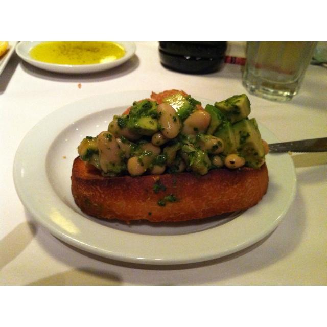 White bean and avocado crostini | Sounds Yummy | Pinterest