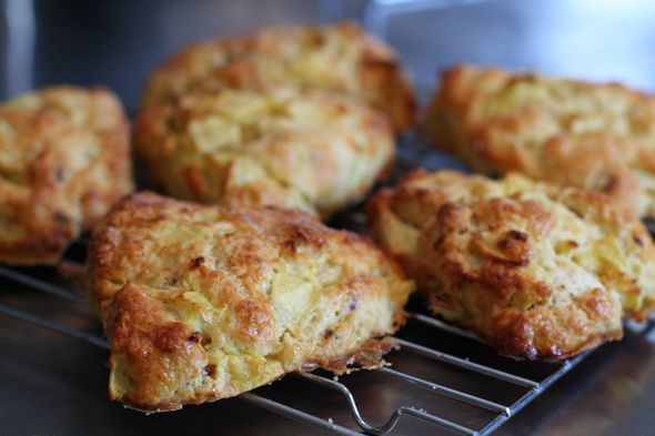 Apple, Bacon and Cheddar Scones *These sound even yummier!* NOTE: Make ...