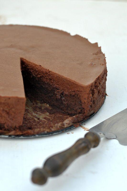 Chocolate mousse cake ♥http://www.pinterest.com/giselapinheiro/chocoholic/