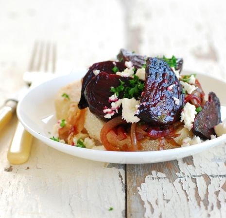 English muffins with roasted beetroot, balsamic onions & feta cheese