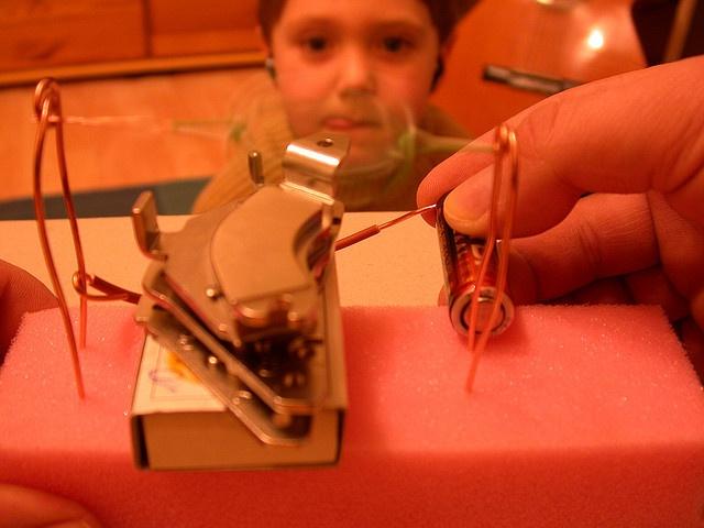 ... http://netzeroguide.com/hojo-motor-hoax.html DIY Electromotor (Demo