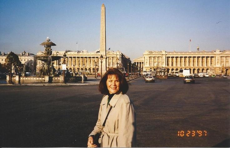 Shannon on Pont de la Concorde; Oct 1997.