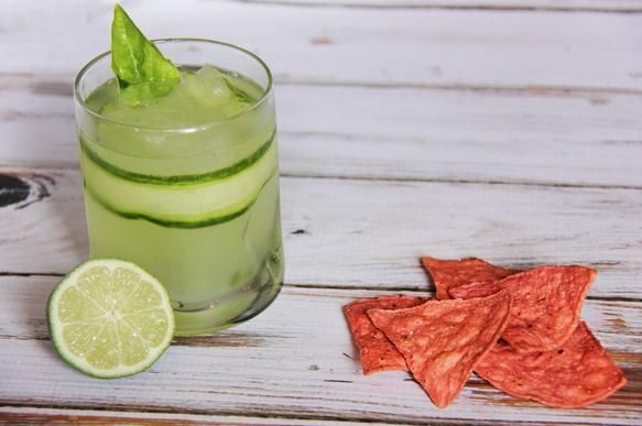 Cucumber Basil Gimlet #drink #recipes #gimlet #happyhour #chips